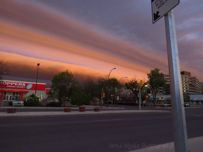 shelf cloud regina, gigantic shelf cloud regina, This 200 miles long shelf cloud engulfed Regina on June 9 2017, giant shelf cloud regina