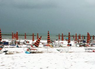 The beach turned white after a freak hailstorm hit Grottammare Italy on July 25 2017 afternoon, beach turns white after hailstorm in italy grottammare, italian beach turns white after hailstorm, hailstorm italy beach white
