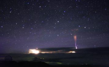 gigantic jet lightning hawaii, gigantic jet lightning hawaii picture, gigantic jet lightning hawaii video, gigantic jet lightning hawaii july 2017 photo video