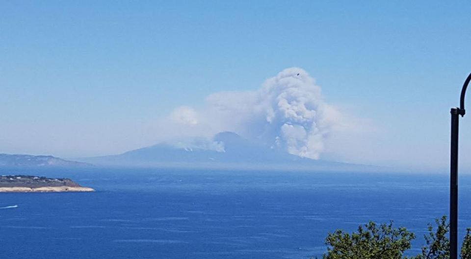 wildfire mount vesuvius italy july 2017, wildfire mount vesuvius italy july 2017. Giant skull appears above Italian volcano Mount Vesuvius in clouds of smoke thrown up by wildfires., wildfire mount vesuvius italy july 2017 pictures, wildfire mount vesuvius italy july 2017 video