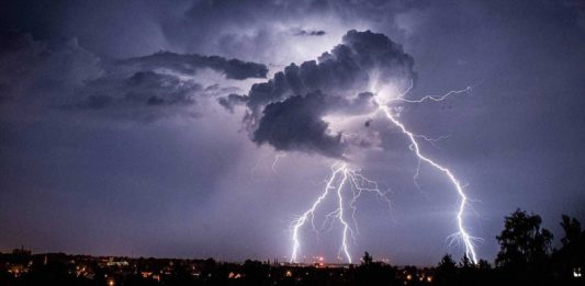 Lightning kills 35 people in 48 hours in Odisha India, Lightning kills 35 people in 48 hours in Odisha India video, Lightning kills 35 people in 48 hours in Odisha India august 2017