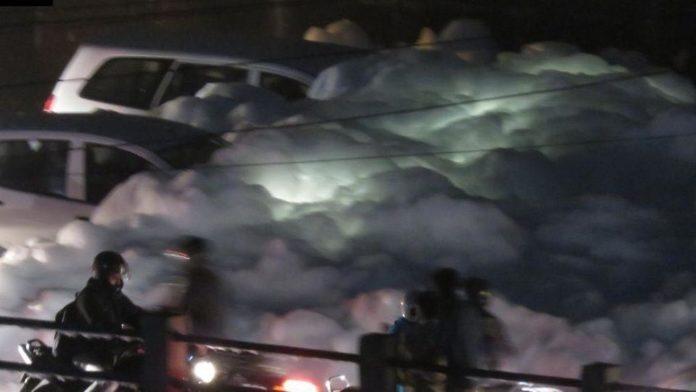 Toxic foam tsunami in Bengaluru after unprecedented downpours, toxic foam bengaluru, toxic foam bengaluru video, toxic foam bengaluru pictures