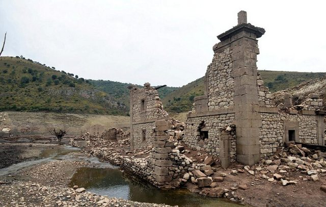 village emerges underwater spain drought, City in Spain emerges from underwater due to continuous drought, village emerges underwater spain drought video, village emerges underwater spain drought pictures