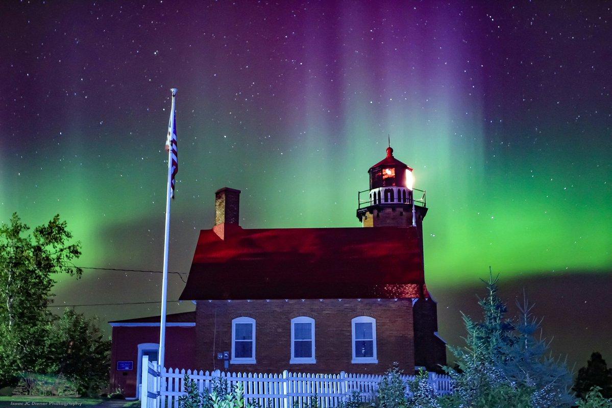 Pulsating northern lights explode over Eagle Harbor