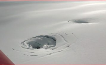 Giant holes in the ice of the largest glacier of Iceland, giant holes glacier iceland, vatnajokull glacier, vatnajokull glacier volcanoes, vatnajokull glacier volcanoes map,