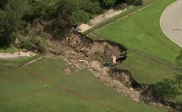 giant sinkhole opens up in Apopka Florida, apopka sinkhole, apopka florida sinkhole