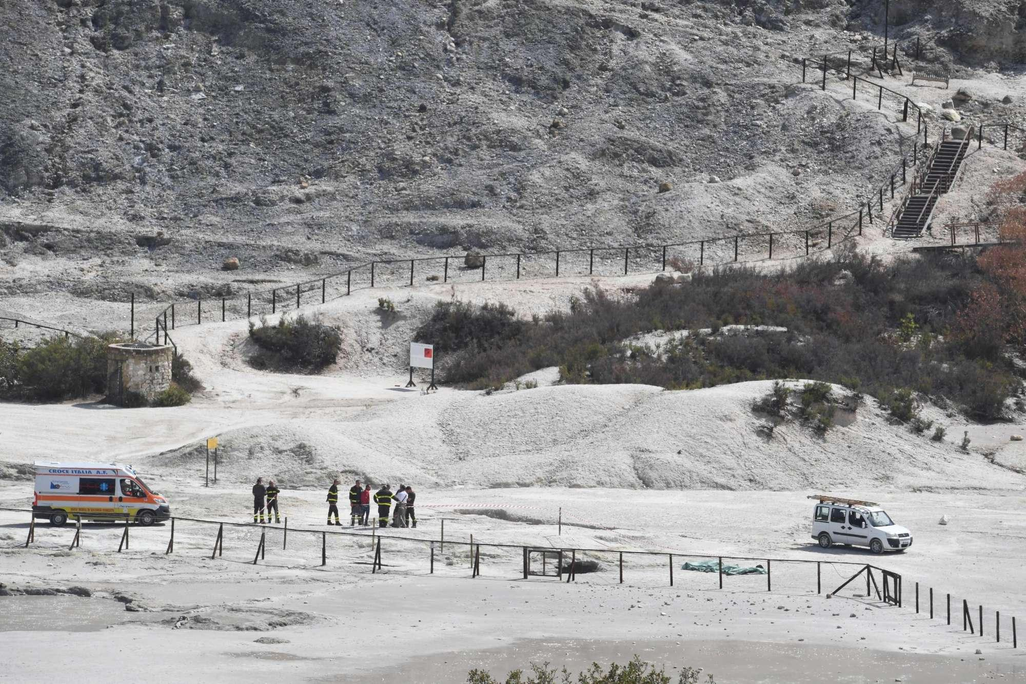 solfatara family dies volcanic crater, volcnic crater Campi Flegrei, amily falls volcanic crater Campi Flegrei