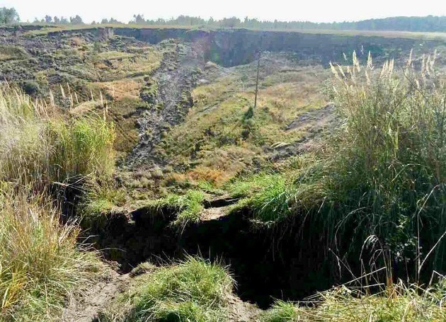 Huge crater collpases in Ukraine, Huge crater collpases in Ukraine video, Huge crater collpases in Ukraine pictures, Huge crater collpases in Ukraine october 2017