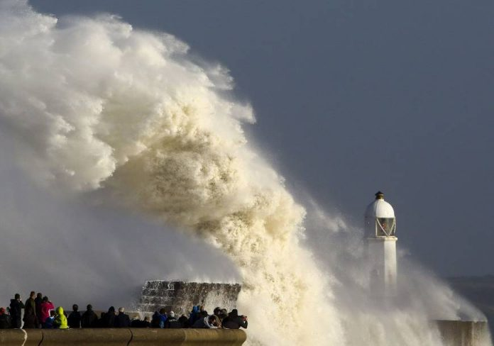 Largest wave during Ophelia measures 17.81 m, largest wave ophelia, ophelia largest wave video