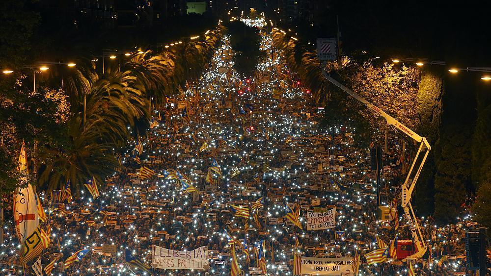 Catalan independence movement, Catalan independence movement march nov 11 2017, Catalan independence movement in Barcelona on November 11 2017, Catalan independence movement in Barcelona on November 11 2017 video