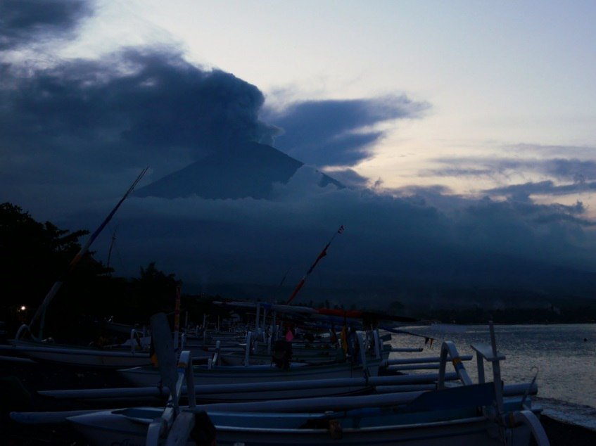 agung eruption nov 25