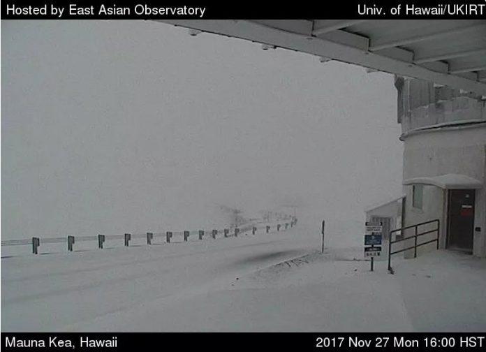 anomalous snowstorm hawaii mauna kea, anomalous snowstorm hawaii mauna kea nov 2017, anomalous snowstorm hawaii mauna kea pictures, anomalous snowstorm hawaii mauna kea video