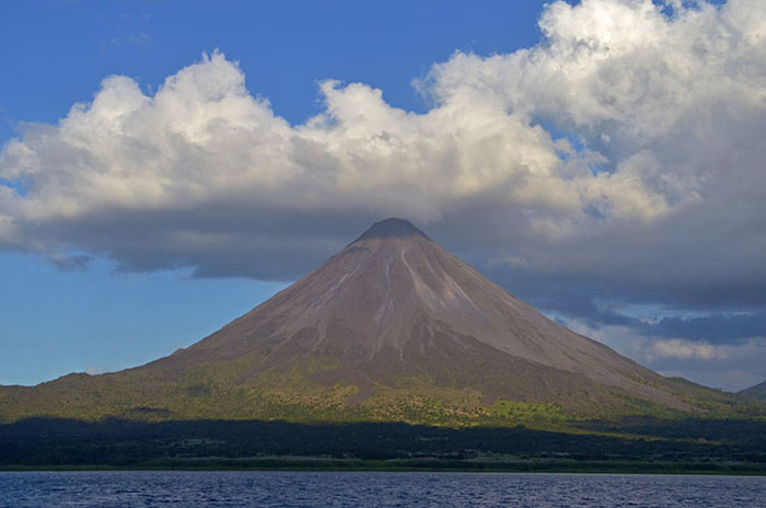 Four Dutch tourists and guide treated for injuries after Arenal Volcano rescue