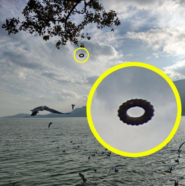 donut-shaped ufo china, tire-shaped ufo china, tourist shot picture donut-shaped ufo in china