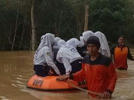 floods indonesia, dreamland floods bali video, dreamland beach floods bali video