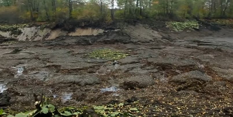 giant sinkhole swallows lake russia, lake disappears overnight in Russia in sinkhole, giant sinkhole swallows lake russia video, giant sinkhole swallows lake russia pictures
