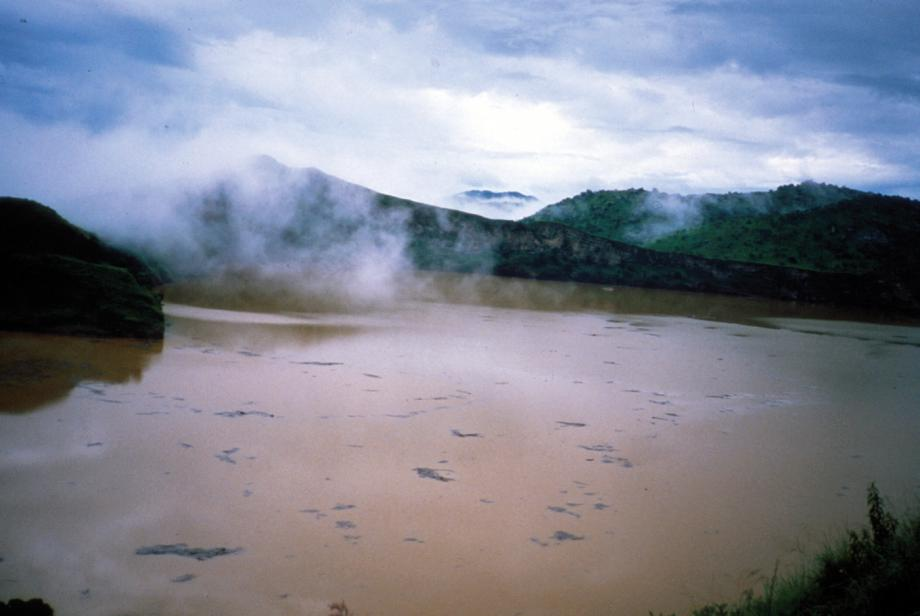 exploding lake, lake nyos, Lake Nyos in Cameroon killed 1700 people overnight, A Lake Murdered 1,746 People Overnight