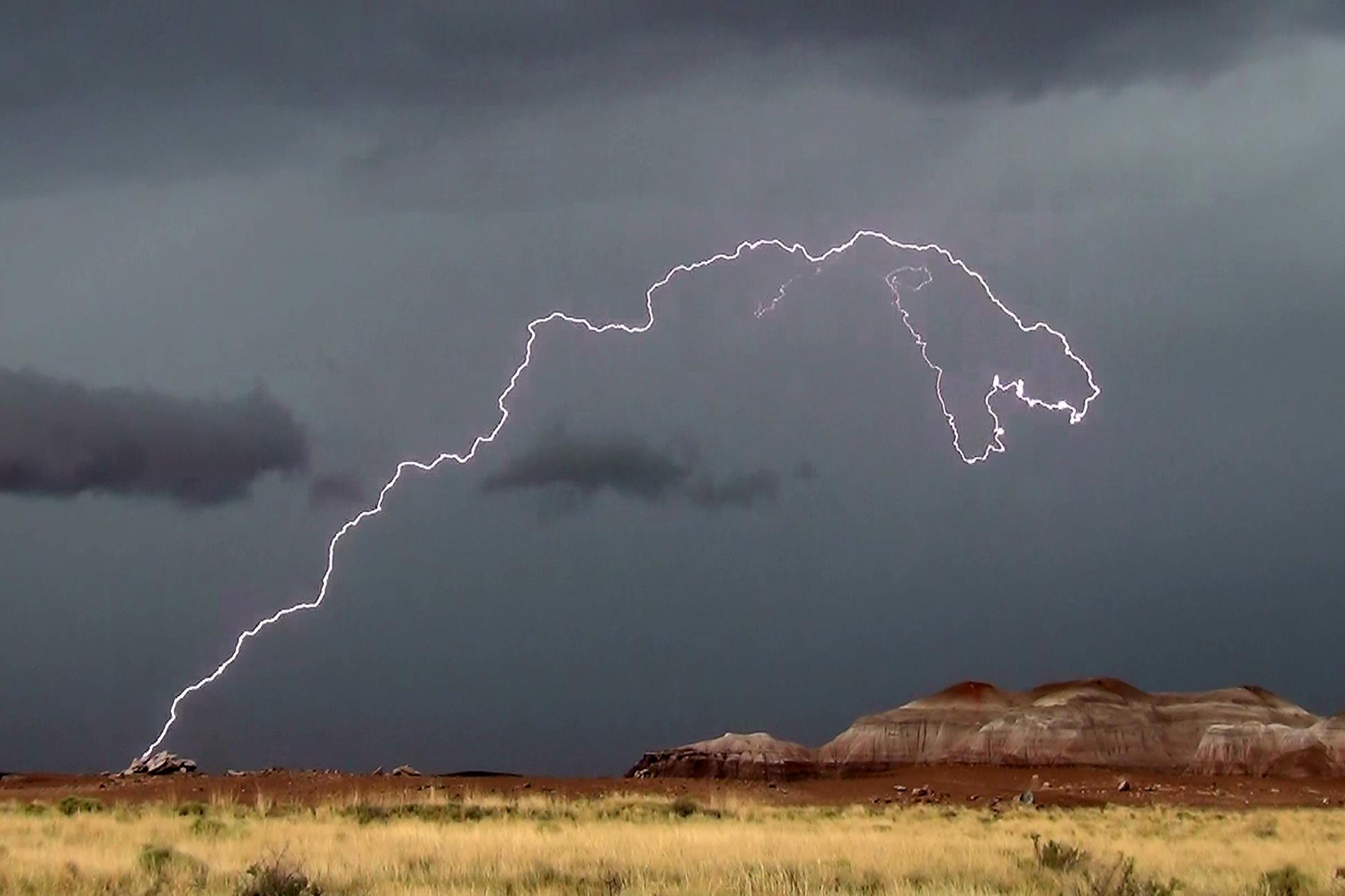 133000 lightnings australia, anomalous weather australia, australia lightning storm