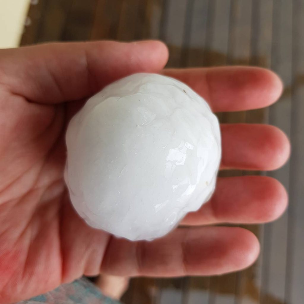 Huge hailstones hit Brisbane in Queensland on Dec 26, Huge hailstones hit Brisbane in Queensland on Dec 26 pictures, Huge hailstones hit Brisbane in Queensland on Dec 26 videos