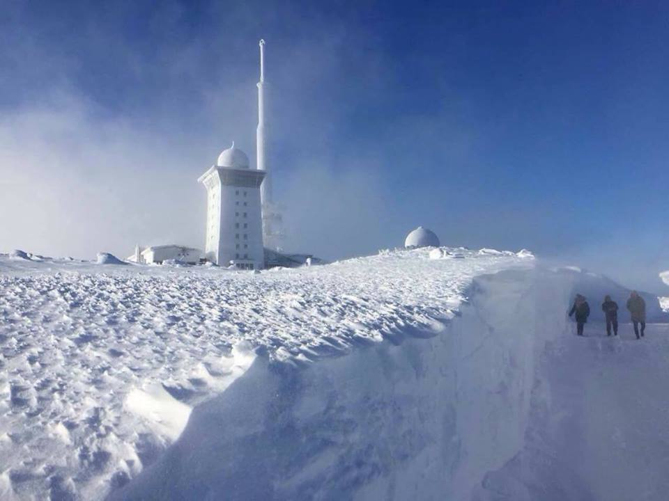 snow brocken germany, huge snow accumulation brocken germany, Snow drift up to 3.5 meters were reported at Brocken in Germany on December 16 2017