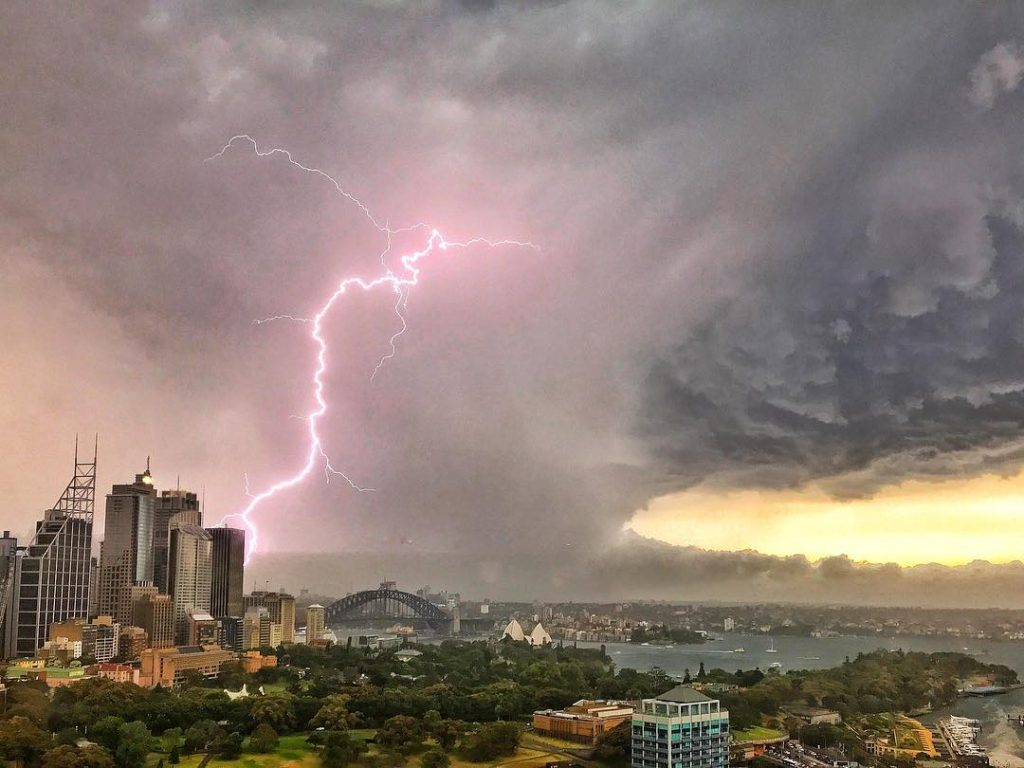 sydney storm december 20 2017, sydney storm december 20 2017 pictures, sydney storm december 20 2017 photos, Extreme lightning storm in Sydney Australia cancels flights at Sydney Airport, sydney lightning storm cancels flight