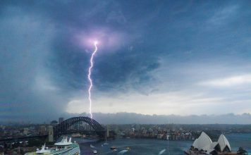 sydney storm december 20 2017, sydney storm december 20 2017 pictures, sydney storm december 20 2017 photos, Extreme lightning storm in Sydney Australia cancels flights at Sydney Airport, sydney lightning storm cancels flight