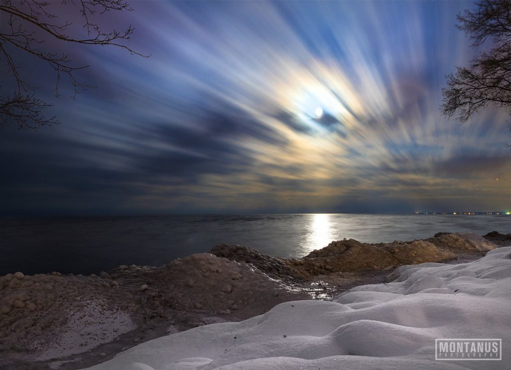 extreme weathe usa january 2018, blizzard east coast usa january 2018, Martian landscape last night on Lake Ontario during moonrise