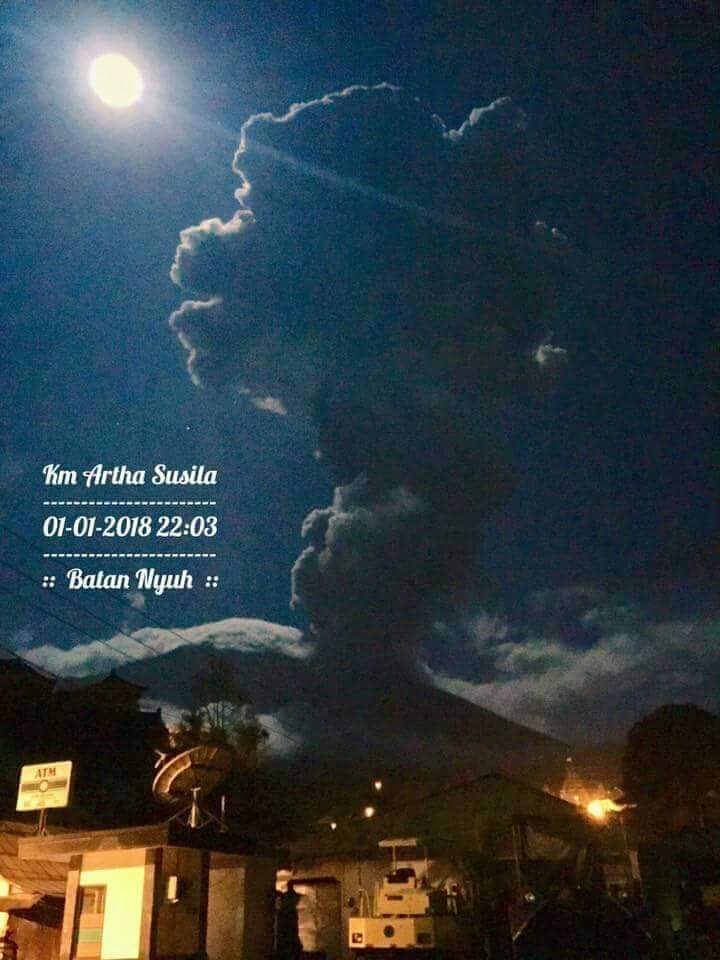 agung volcano eruption january 1 2018, agung volcano eruption january 1 2018 pictures, agung volcano eruption january 1 2018 video