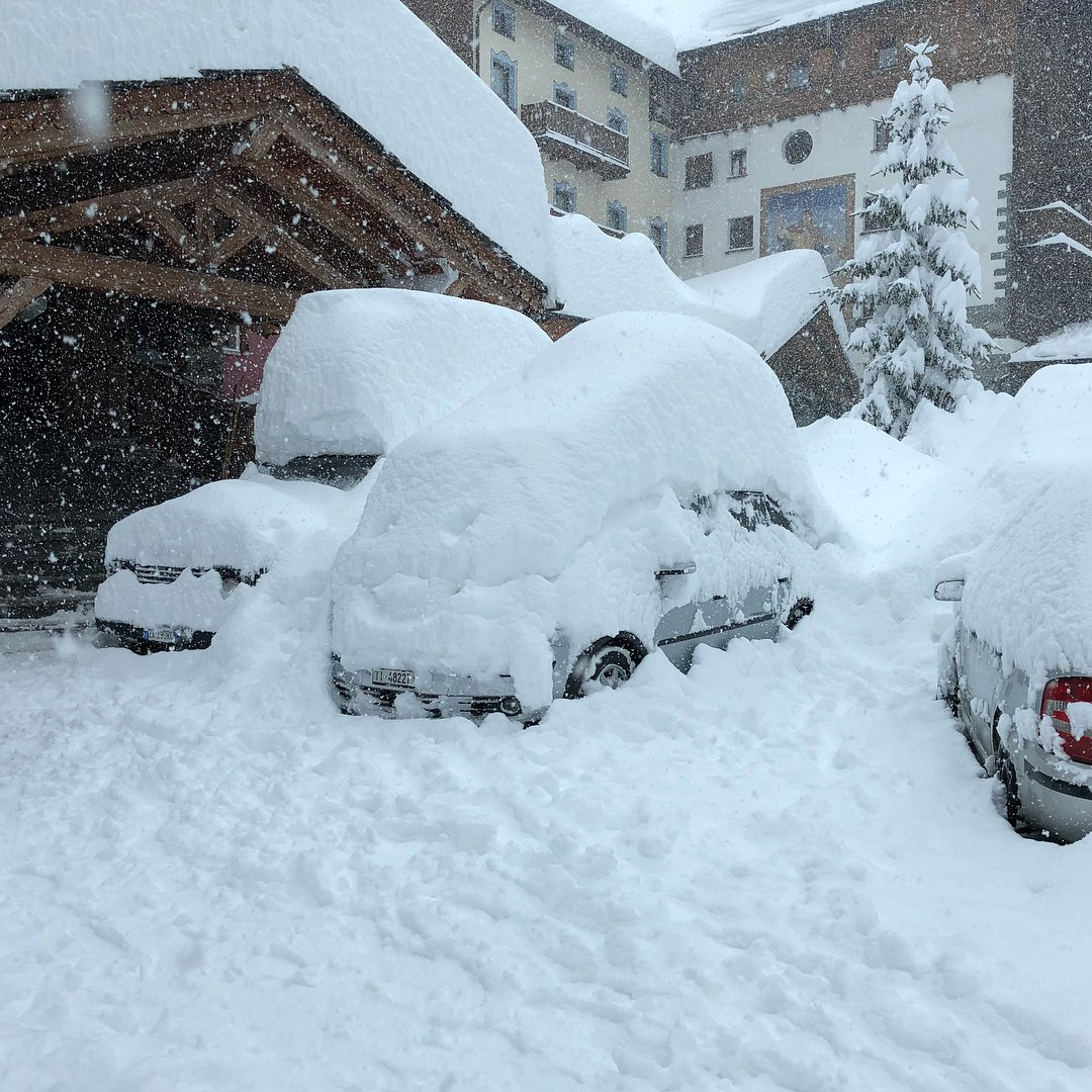 Immense Blizzard Batters Europe-Traps Thousands in Cars