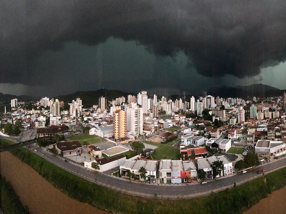 A dark cloud looming above the city of San Francisco do Sul in Santa Catarina in Brazil before being completely damaged on January 23 2018, brazil storm, brazil storm pictures, brazil storm video, San Francisco do Sul