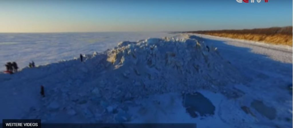 Giant ice wall forms on a lake on Russia China border, Giant ice wall forms on a lake on Russia China border video, Giant ice wall forms on a lake on Russia China border january 2017, Giant ice wall forms on a lake on Russia China border jan 2017 video