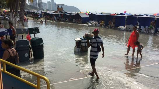 giant waves flood beach colombia, giant waves flood beach colombia video, giant waves flood beach colombia pictures, giant waves flood beach colombia january 2018, mini tsunami colombia january 5 2018