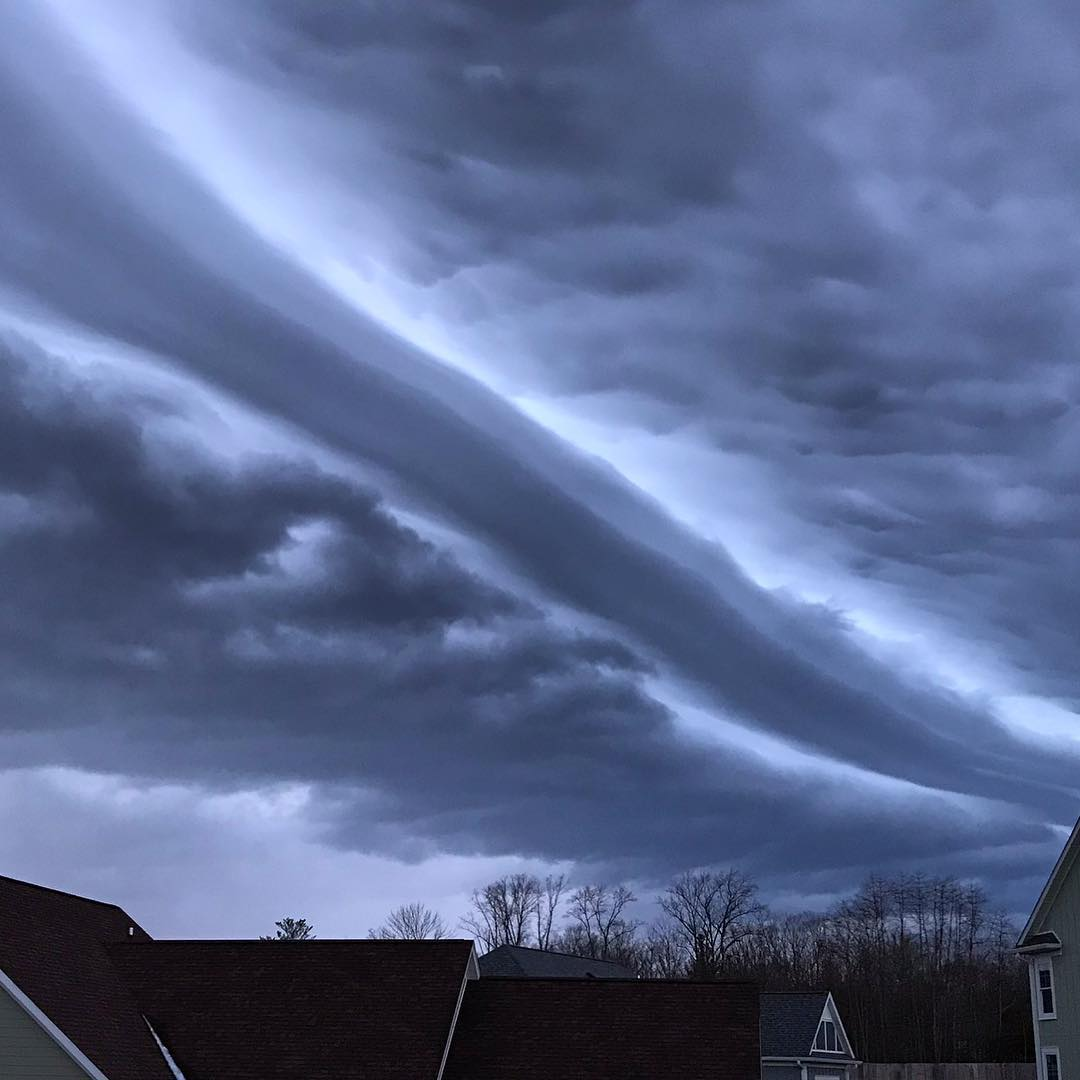 'Apocalyptic' shelf clouds freak out Indianapolis in ...