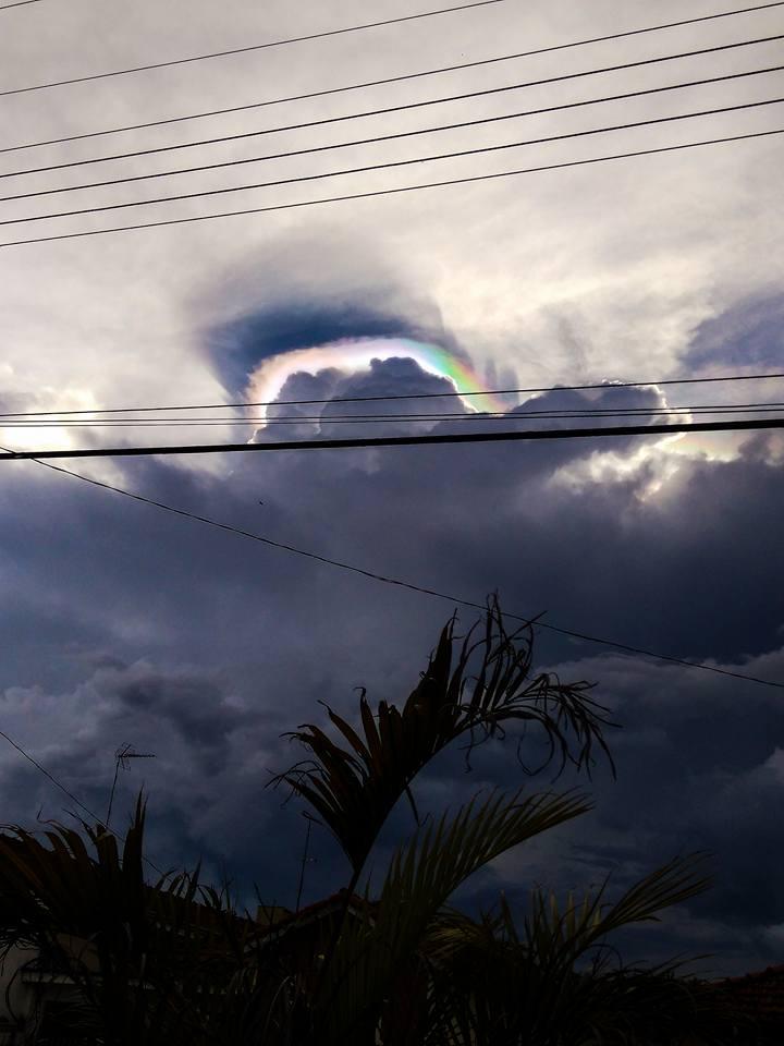 iridescent cumulonimbus cloud brazil jan 2018, iridescent pileus cloud brazil, baffling cumulonimbus with iridescent cap brazil, iridescent cloud brazil, iridescent cumulonimbus brazil