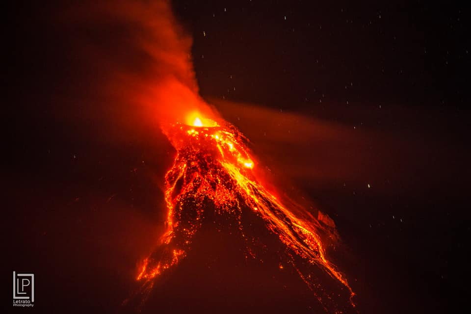 nightly mayon volcano eruption jan 22 2018