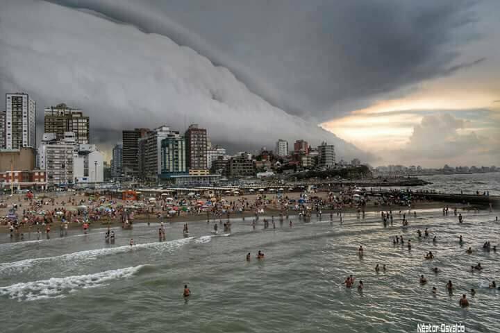 Spectacular storm engulfs Mar del Plata, Argentina ...