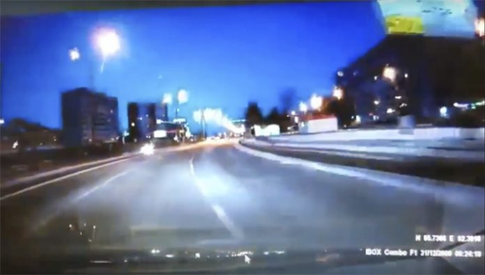 Mysterious flash of light turns night into day over thousands of kilometers in Russia on January 7 2018. Source remains undefined, Mysterious flash of light turns night into day over thousands of kilometers in Russia on January 7 2018 video, Mysterious flash of light turns night into day over thousands of kilometers in Russia on January 7 2018 pictures, Mysterious flash of light turns night into day over thousands of kilometers in Russia on January 7 2018, giant meteor explodes over russia jan 2018