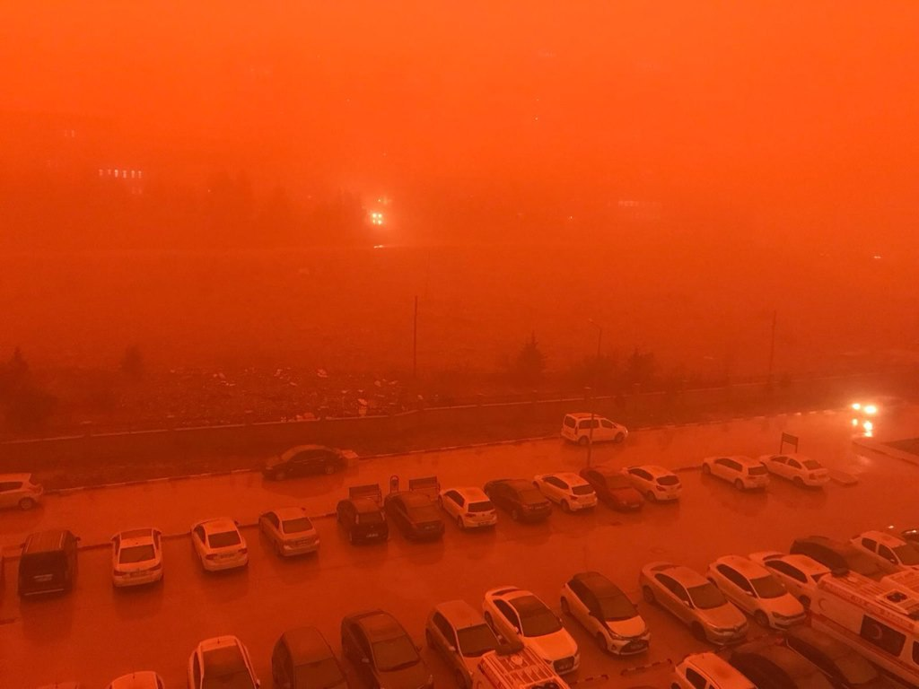 Biblical dust storm engulfs Mardin, Turkey