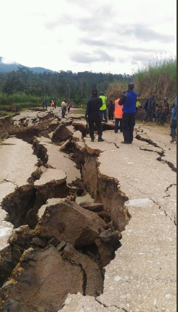 Consequences of M7.5 earthquake in Papua New Guinea in February 2018, Consequences of M7.5 earthquake in Papua New Guinea in February 2018 pictures, Consequences of M7.5 earthquake in Papua New Guinea in February 2018 videos