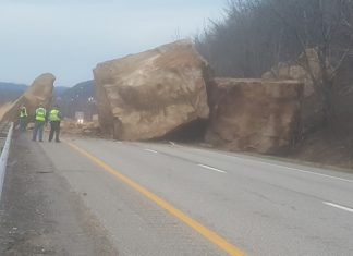 giant boulders ohio, giant boulders block Route 7 ohio