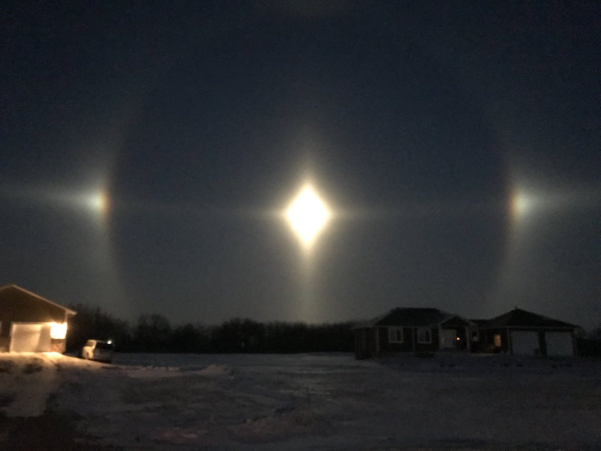 In Pictures Rare Moon Dogs Light Up Winnipeg Southern