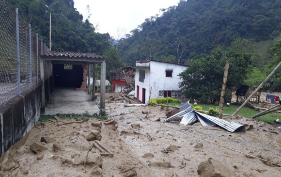 mud avalanche colombia, River Venus overflows in Colombia,