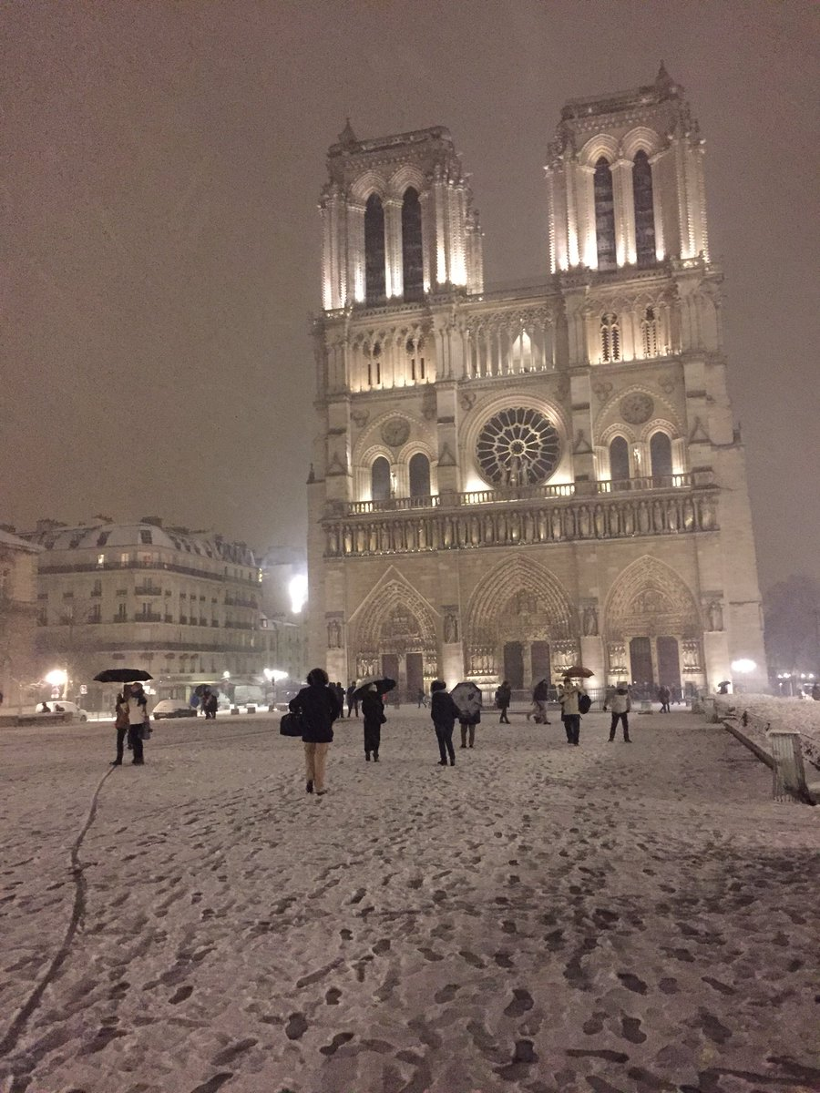 Cars For Under 1000 >> Eiffel Tower closed as biggest snowfall since 1987