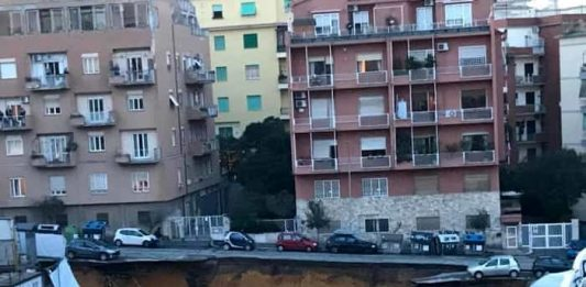 rome road collapse sinkhole, rome road collapse sinkhole pictures, rome road collapse sinkhole video, A road collapsed in Rome swallowing up 8 cars in giant sinkhole