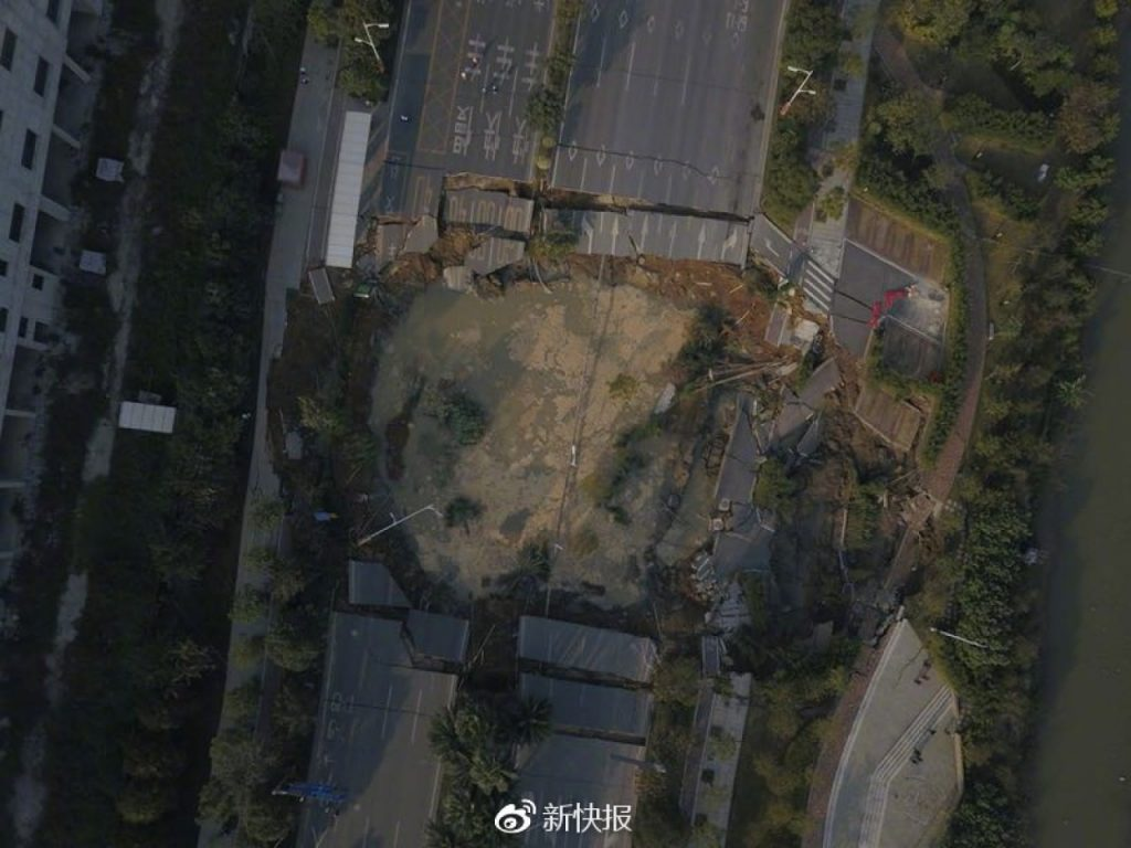 sinkhole foshan subway construction site road collapse, sinkhole foshan subway construction site road collapse video, sinkhole foshan subway construction site road collapse pictures, road collapse foshan, huge sinkhole swallows road in foshan china killing 9 people