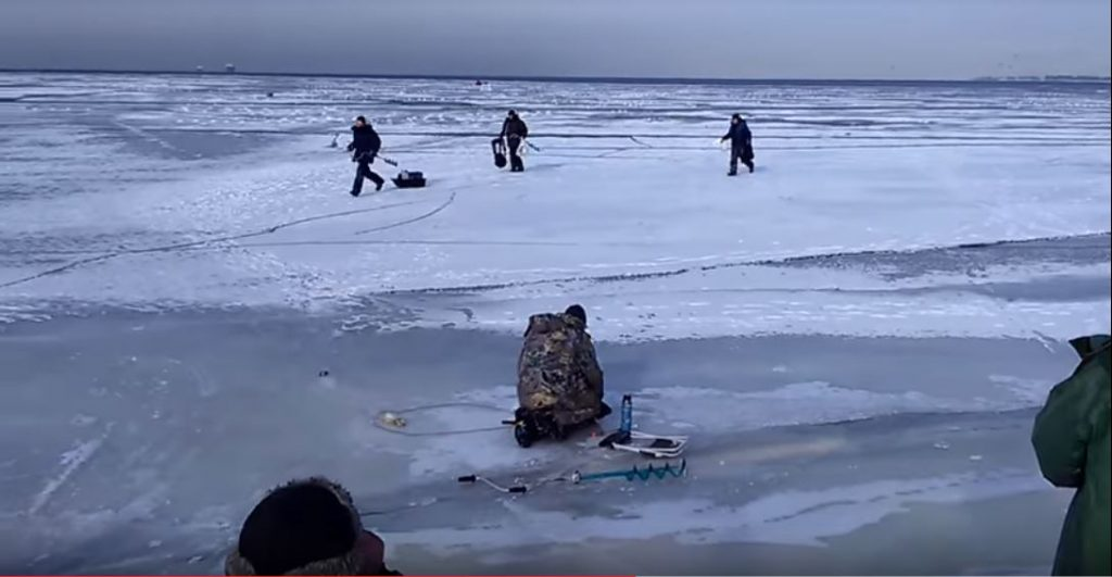 ïce fishers ice breaking video, ïce fishers ice breaking video russia, underwater wave breaks wave russia