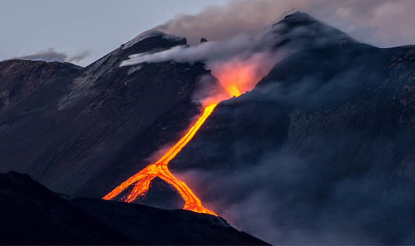 3 earthquakes hit Mount Etna, Italy on March 8 2018, earthquake etna march 2018