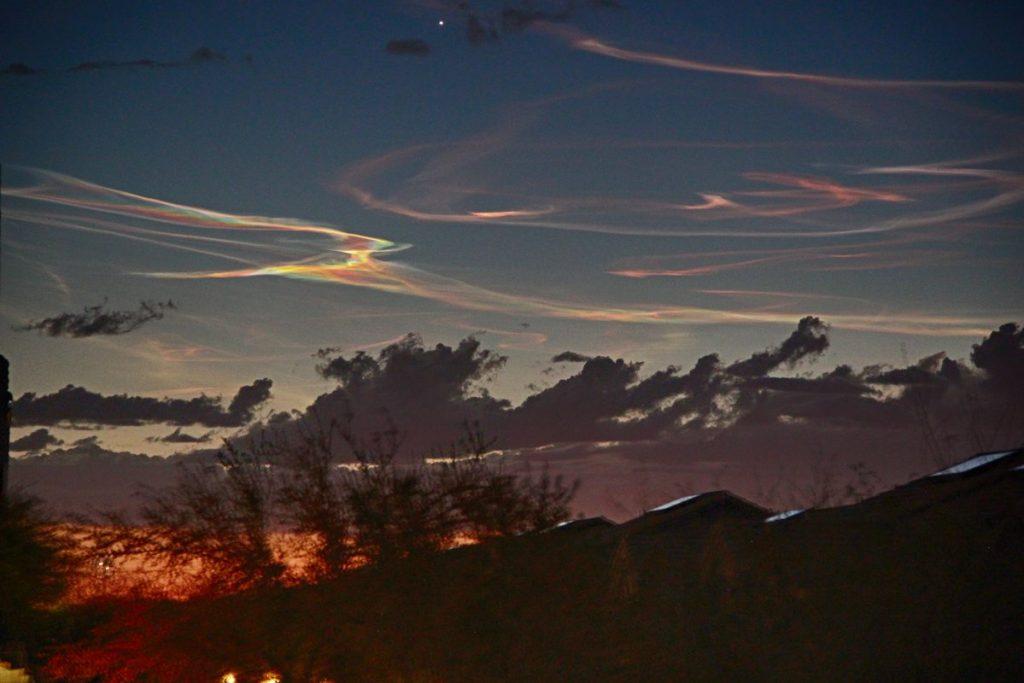 παράξενο ουρανό Καλιφόρνια Νεβάδα Αριζόνα 26 Μαρτίου 2018, παράξενο ουρανό της Νότιας Καλιφόρνιας, πυραύλων δημιουργεί παράξενο φως του ουρανού Καλιφόρνια, πυραυλική δοκιμή Καλιφόρνια ιριδίζουσα σύννεφο, πυραυλική δοκιμή Καλιφόρνια ιριδίζουσα cloud 26 Μαρτίου 2018, MISSILE ΑΝΑΘΥΜΙΑΣΕΙΣ στη νότια Καλιφόρνια και την Αριζόνα 26 Μαρτίου 2018, ιριδίζουσα σύννεφο Νεβάδα Καλιφόρνια Μάρτιος 26 2018 φωτογραφία βίντεο