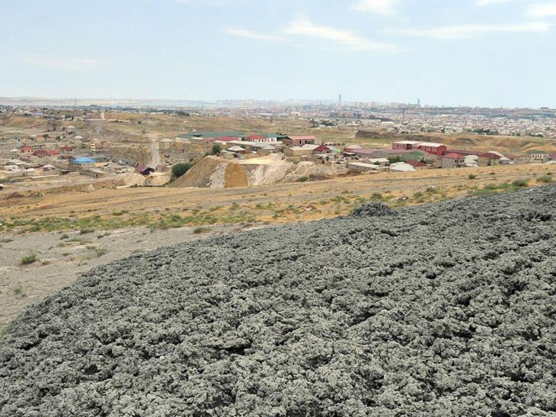 mud volcano eruption Azerbaijan, Azerbaijan mud volcano eruption march 29 2018, Mud volcano erupts throwing flames 150 meters above crater in Azerbaijan