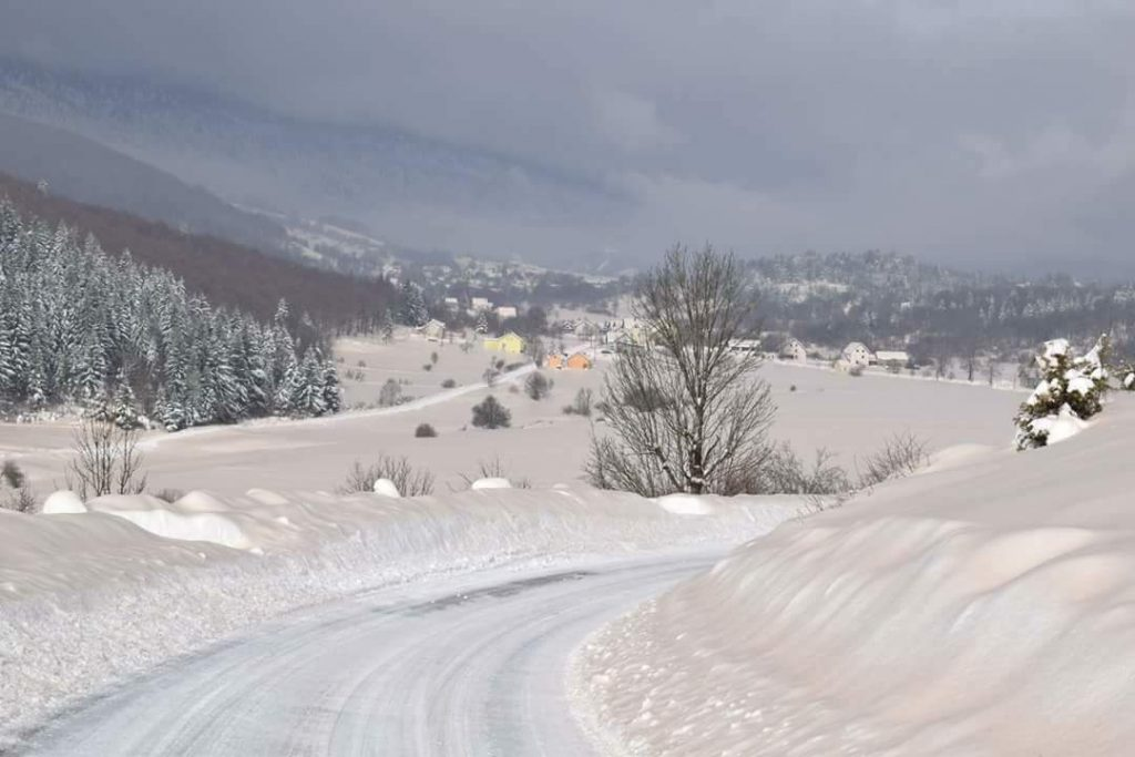 sahara sand covers snow croatia, Sahara sand covers snow in Croatia on March 2 2018, Sahara sand covers snow in Croatia on March 2 2018 pictures